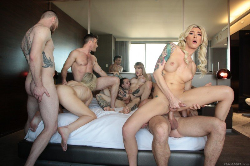 Aubrey Kate, Casey Kisses, Lena Kelly Kayleigh Coxx - Aubrey Kate + 8: TS Orgy With DAP! [SD] ( 2019 / 782.09 Mb)