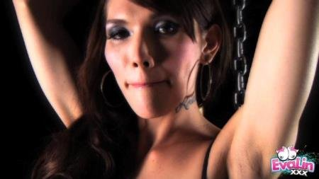 Eva Lin - Chained on Pole [HD] ( 2019 / 230.17 Mb)