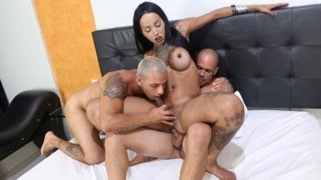 Thays Maclayne - Thays Tavares, Marcus, Junior [FullHD] ( 2021 / 1,59 Gb)