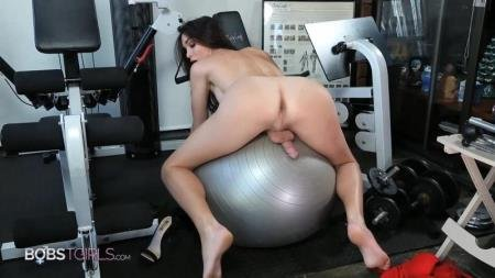 Jonelle Brooks - Workout and Shower [FullHD] ( 2021 / 525,54 Mb)
